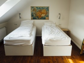 bedroom-hostel-hotel-2930-830x550
