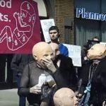 Satanistas organizam protesto para defender clínica de aborto, nos EUA | Rádio Gospel Evangélica | Ao vivo!